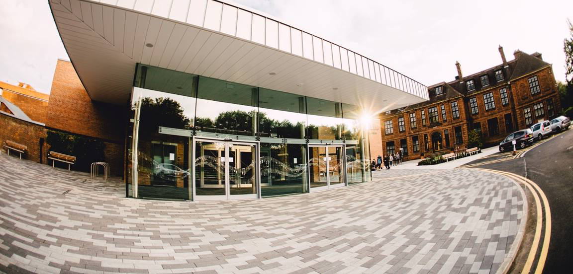 exterior university of hull  middleton hall
